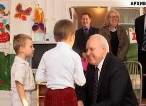 Главу республики поблагодарили за учебники по хакасскому