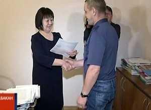 Правительство вручило двум жителям Саяногорска жилсертификаты