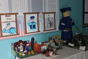 В отделе полиции Саяногорска открылась выставка лучших работы конкурса «Полицейский Дядя Стёпа»