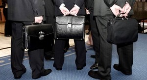 Госдума повысила пенсионный возраст чиновникам