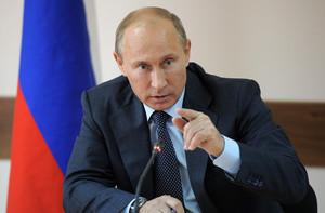 Путин прокомментировал слова Медведева о нехватке денег
