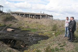 В поселке Усть-Абакан ликвидируют мазутное озеро