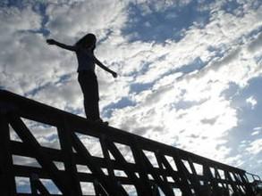 Женщина прыгнула с моста в Абакане