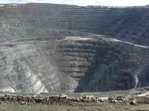 В Красноярском крае на руднике обрушился карьер, оказались заблокированы 150 человек