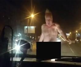 В Нижнем Новгороде голый мужчина напал на автомобиль и откусил его пассажирке нос