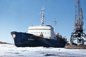 """Ледоколы """"Владивосток"""" и """"Мурманск"""" успешно прошли ледовые испытания"""