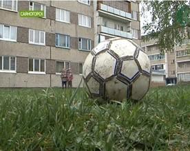 В Саяногорске детская площадка стала полем битвы взрослых и детей