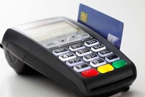 Пассажиры КрасЖД могут оплачивать «товары в дорогу» в поездах дальнего следования банковскими картами