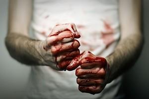 В Саяногорске мужчина насмерть забил сожительницу кулаками