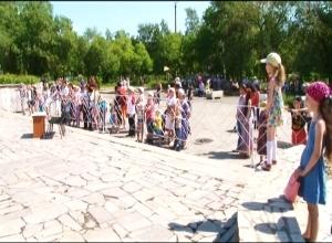 В Саяногорске прошел парад колясок