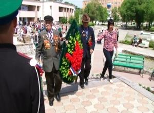 Саяногорские ветераны передали молодежи заветы о сохранении мира