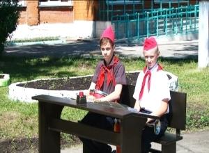 В Саяногорске открыли памятник «Первой парте»