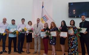 Победителям городского конкурса работающей молодежи вручены премии