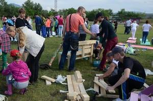 В Саяногорске установят скамейки от волонтеров РУСАЛа