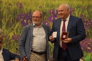 Главу Хакасии наградили почётным знаком