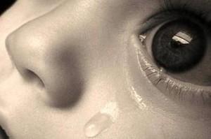В Хакасии плачущий малыш привлек внимание к пьяной матери