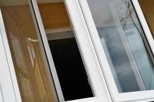 В Саяногорске женщина выпала с четвертого этажа