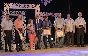 Глава Хакасии наградил лучших саяногорских металлургов