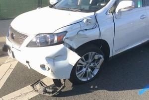 Житель Абакан с 11 этажа сбросил фаянсовую раковину на стоящий внизу Lexus