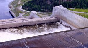 Сегодня Саяно-Шушенская ГЭС начала холостые сбросы воды