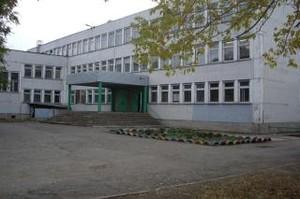 Скандал неместного значения: власти города и республики проворонили школу