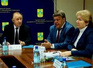 Александру Векшину вручили удостоверение депутата ВС РХ
