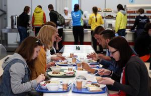 Обед по расписанию: как студенческий омбудсмен предлагает кормить учащихся вузов