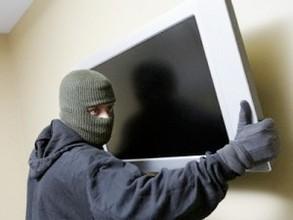 В Саяногорске задержан автомобиль, в котором перевозились краденые вещи