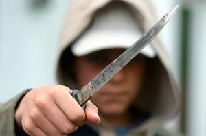 В Новосибирске, сосед с ружьем задержал девушку-подростка, напавшую на семью с ребенком