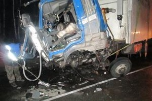 На автодороге в Хакасии погиб водитель, догнавший тягач с экскаватором