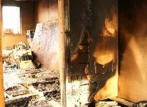 В Саяногорске в огне пострадал вагончик