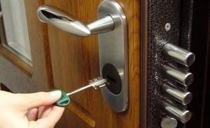 В Саяногорске воры нашли ключи и ограбили квартиру