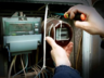 Жителей Хакасии обманом вынуждают втридорога ставить новые электросчетчики