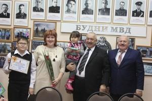 Многодетные семьи сотрудников МВД Хакасии получили сертификаты на жилье