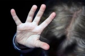 В Хакасии дебоширка напала на пристава с ножом и уксусом