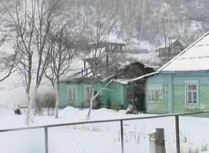В Саяногорске от огня пострадали надворные постройки