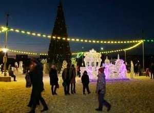 На главной елке Саяногорска зажгли огни