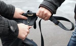 В Саяногорске полицейские задержали подозреваемого в совершении грабежа
