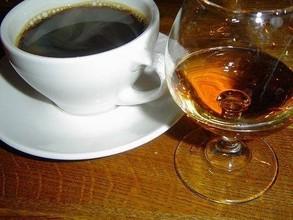 В Саяногорске следователем возбуждено уголовное дело в отношении 32-летней любительницы виски и кофе