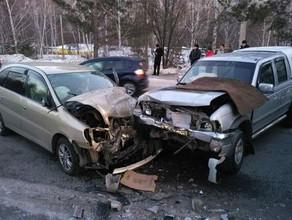 На трассе Саяногорск-Черемушки произошла авария, в которой тяжело ранены три человека