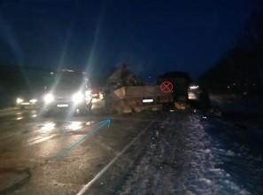 При столкновении грузовиков на трассе Абакан - Саяногорск погиб водитель
