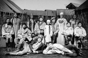 Хакасский театр имени Топанова приглашает на спектакль «Пыром таста, чирiм»