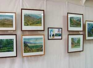 В Саяногорске открылась персональная выставка художницы Октябрины Гараевой