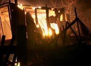 В д/о «Ветеран» поселка Ай-Дай огнем уничтожены надворные постройки