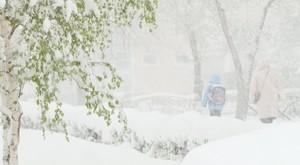 В Саяногорске из-за снега ухудшилась дорожная обстановка