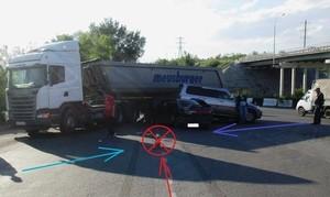 В Хакасии водитель «Лады» выехал со всей дури на трассу и таранил два автомобиля. Пострадали пять человек