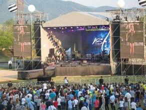«UMA2RMAN», «Градусы», Нюша и другие звезды выступят на Дне металлурга в Саяногорске