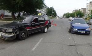 В Саяногорске при столкновении автомобилей пострадала женщина
