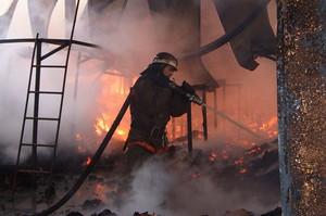 В Саяногорске горело нежилое здание - кто-то побаловался
