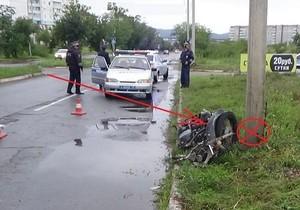 В Саяногорске мотоциклист разбился о столб